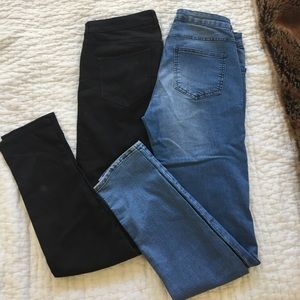 2 pack of H&M skinny jeans! Black and light blue!